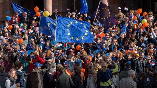 Merkel und Macron müssen stärker zusammen arbeiten, nur so hat Europa eine Zukunft