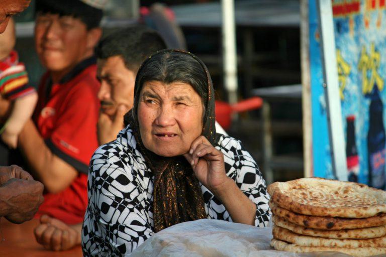 China hält bis zu drei Millionen Uiguren in Umerziehungslagern fest