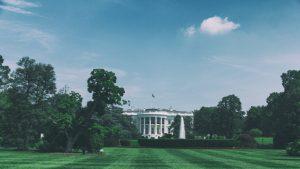 Zahlt Trump seinen Mitarbeitern im Weißen Haus Bestechungsgeld?