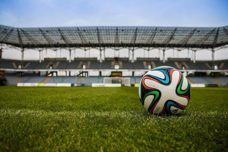 Link zum Originalbild: https://pixabay.com/de/der-ball-stadion-fu%C3%9Fball-488714/