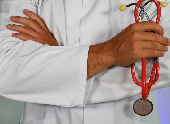 Frauen sterben häufiger, wenn sie von männlichen Ärzten behandelt werden