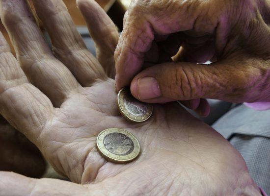 Wenn die Rente nicht zum Leben reicht, leidet das Sozialleben – und der Stolz