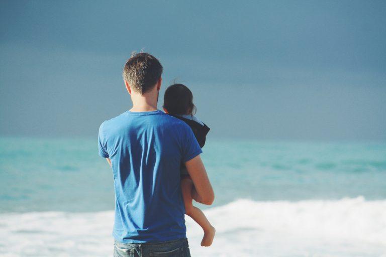 Manche Frauen fühlen sich sehr wohl in ihrer Klischeerolle - sagt ein Mann, der sich zu Hause um die Kinder kümmert