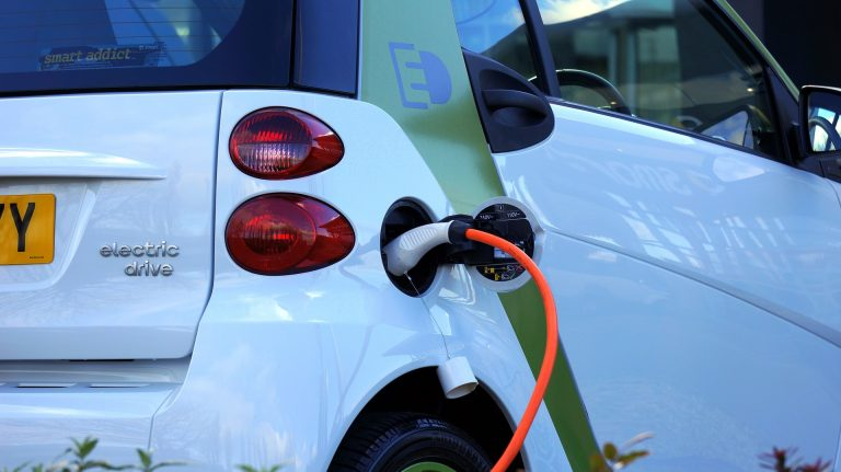 Der Rebound-Effekt: Warum es der Umwelt nicht hilft, wenn E-Autos subventioniert werden