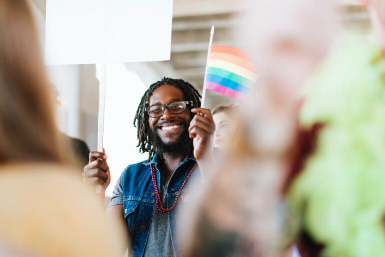 Nicht nur Frauen verdienen weniger – auch Schwule