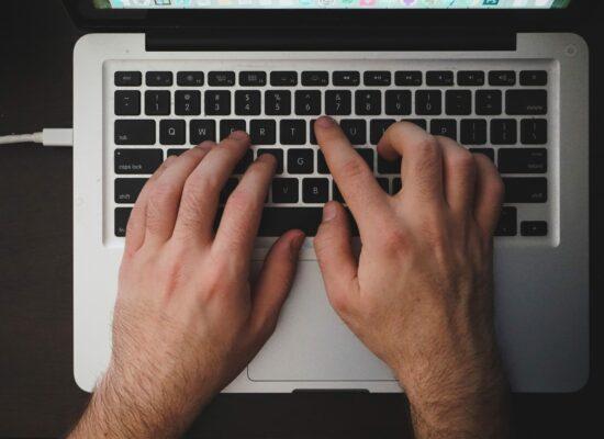 Wie Textgeneratoren lernen, typisch männlich zu schreiben