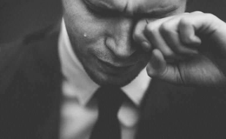 Männer können nicht mit ihren Gefühlen umgehen und Frauen baden das aus